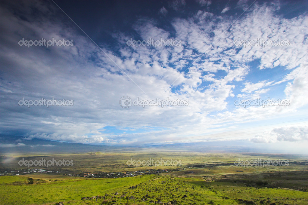 Green landscape and blue sky in Hawaii — Stock Photo #14085075