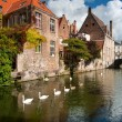 Belgium, Brugge. Water channel Colden-Handrel in the historic pa — Стоковая фотография