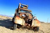 Vintage vrachtwagen verlaten — Stockfoto