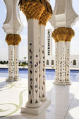 White Mosque in Abu Dhabi — Stock Photo