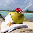 Caribbean paradise beach coconuts cocktail — Stock Photo