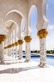 White Mosque in Abu Dhabi — Stock Photo