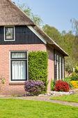 Vista casa suburbana — Foto Stock