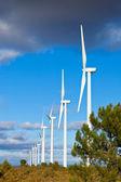 строка ветровых турбин — Стоковое фото