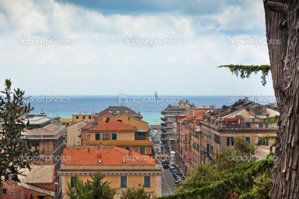 Vista de chiavari y el mar, Italia � Foto stock � dvoevnore #14400407