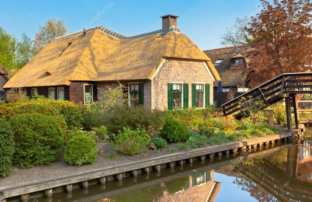 漂亮的傳統荷蘭房子