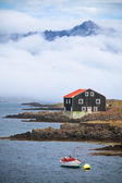 House and Boat in East Iceland — Стоковое фото