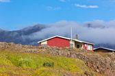 Rotes bauernhaus im osten islands — Stockfoto