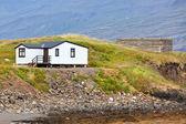 Weiße abstellgleis isländische haus — Stockfoto