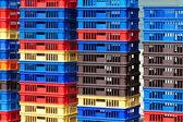 Heldere kleur plastic bakjes stapels - ii — Stockfoto
