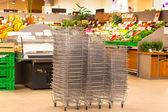 Błyszczący metal zakupy koszyka stosy — Zdjęcie stockowe