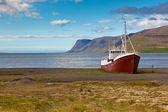 Rybářská loď na islandu — Stock fotografie