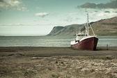 Terk edilmiş balıkçı gemisi i̇zlanda — Stok fotoğraf