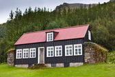 Longère rurale islandais à journée nuageuse — Photo