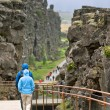 Turists in Pingvellir national park — Stock Photo