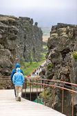 Touristen im nationalpark pingvellir — Stockfoto