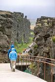 Turists in Pingvellir national park — Stock Photo