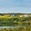 Iceland landscape with lake and farmhouse at sunny good weather — Stock Photo