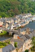 Dinan, bretagne, france - ancienne ville sur la rivière — Photo