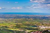 Vista desde la montaña titano en barrio italiano y el mar — Foto de Stock