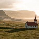 Typical Rural Icelandic Church at Sea Coastline — Stock Photo #24326755