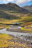 蓝色夏天天空下西方冰岛山风景. — 图库照片