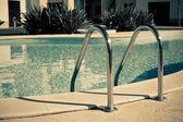 Drabiny z basenem — Zdjęcie stockowe