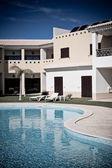 Appartement huis met zwembad — Stockfoto