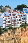 Přímořské vesnice na útesu v portugalsku — Stock fotografie
