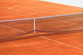 Empty Clay Tennis Court and Net — Stockfoto