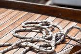 Rope on a wooden boat deck — Foto de Stock