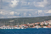 Yacht is entering in Marina Frapa, Rogoznica, Croatia — Stockfoto