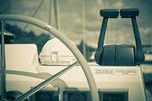 Voile de roue de contrôle d'yacht et de mettre en œuvre — Photo