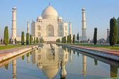 Taj mahal , A famous historical monument on India — Stock Photo