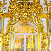 ST.PETERSBURG, RUSSIA - JUNE 24: Interior of Catherine Palace in August 2, 2012 in St.Petersburg, Russia. The former imperial palace. Building is laid in 1717 on orders of Catherine I. Now a museum — Stock Photo