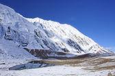Montagnes autour du lac tilicho — Photo