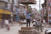 Officer regulate traffic in central Kathmandu — ストック写真