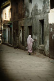 Woman in streets of Varanasi — Stock Photo