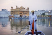 Sikh pilgrim in the Golden Temple — Stock Photo
