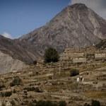 Himalayan mountains over Manang village — Stock Photo