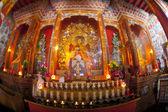 Innenseite des buddhistischen tempels — Stockfoto