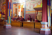 Unidentified buddhist monks are praying in Bodhnath monastery — Stock Photo