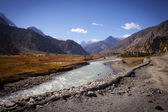 Beautiful side-valley on the way from Manang to Thorung Phedi — Stock Photo