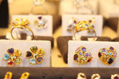 Jewelry store with rings — Fotografia Stock