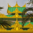 Buddhist pagoda — Stockfoto #37918935