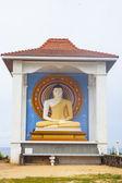 Küçük beyaz stupa — Stok fotoğraf