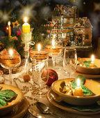クリスマス気分のクリスマスの夕食のテーブル — ストック写真