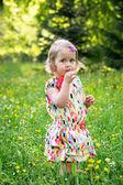 Portrait eines kleinen mädchens mit einen lutscher — Stockfoto