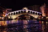 Rialto bridge in venice - night — Stock Photo
