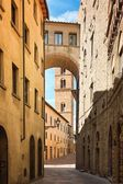 Pretty street in the ancient city of Tuscany — Stock Photo